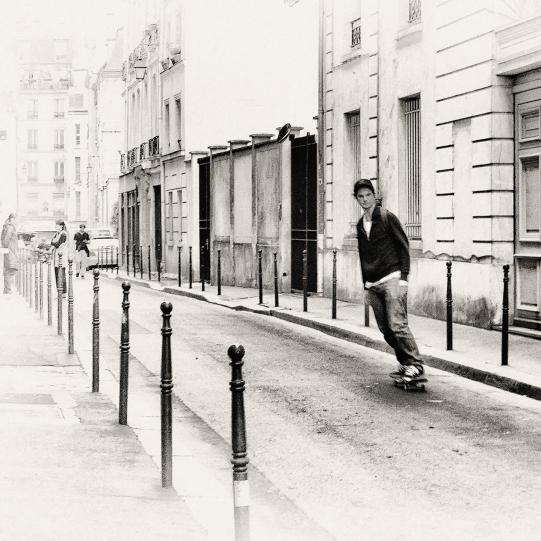 Even Parisians Skateboard